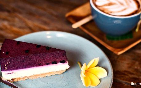 Výběrová káva a dezert v útulné kavárně