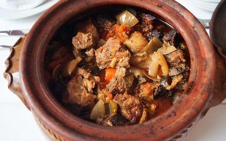 1 kg jehněčího masa pečeného 12 hod. pro 4–6 os.