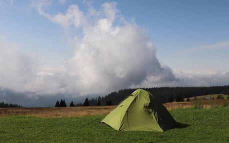 Zážitková noc pro dva ve stanu na horské pláni v Krkonoších