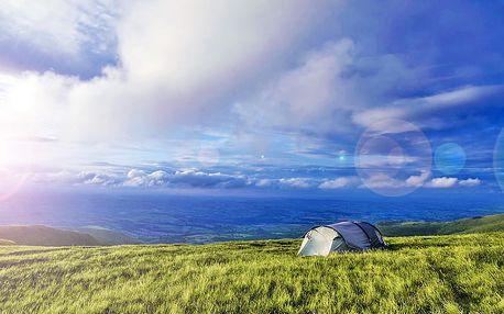 Outdoorové dobrodružství: noc ve stanu na horské pláni v centrálních Krkonoších se saunou a snídaní