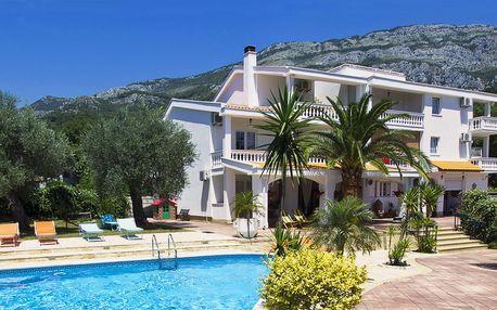 7 nocí v Černé Hoře: hotel s polopenzí a bazénem