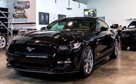 Za volantem legendy: řízení Fordu Mustang 2015