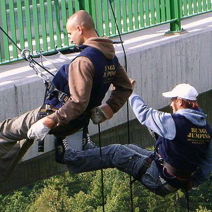 Vstříc dobrodružství: slaňování 62m mostu