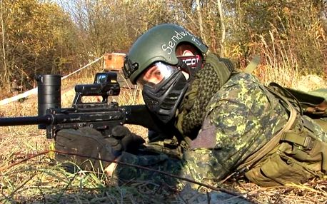 Zažijte adrenalin: paintball na tankodromu