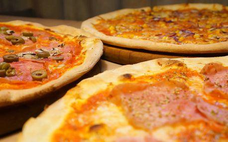 Pizza zdobená samými dobrotami
