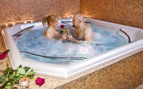 Romantika v privátním whirlpoolu pro dva
