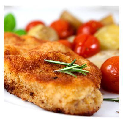 Oblíbené karbanátky s bramborovou kaší, pohár, kávička v příjemné restauraci u Švejka.