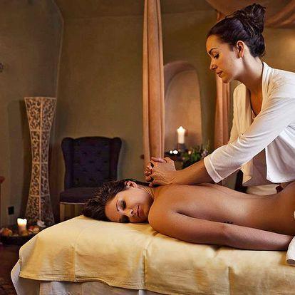 Růžový rituál pro dva: koupel, masáž, pohoštění