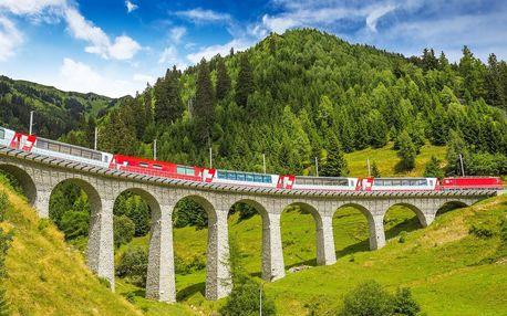 Švýcarské Alpy z nejkrásnější železnice světa v červnu