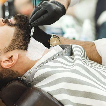 Střih, holení, zábal a bourbon v barber shopu