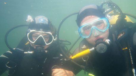 Nakoukněte pod hladinu: zkušební ponor v lomu