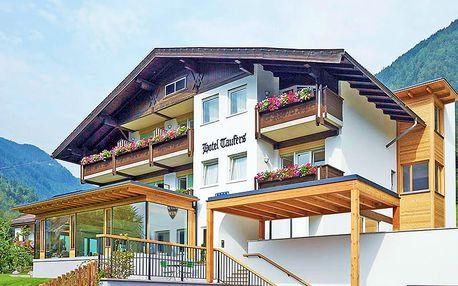 Zillertálské Alpy v rodinném hotelu s wellness neomezeně, každodenním vstupem do bazénového areálu, snídaní a vínem