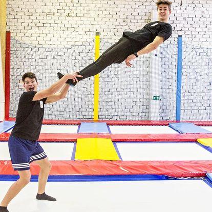 60 min. zábavy a pohybu v aréně plné trampolín