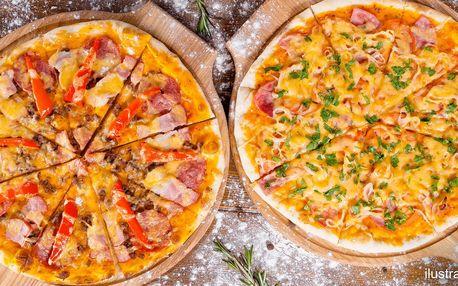 Dvě pizzy zdobené vašimi oblíbenými ingrediencemi