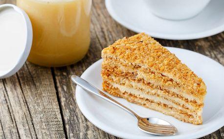 Voňavé potěšení: café latte a medovník pro 1 i 2