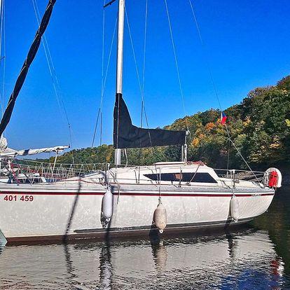 Pronájem jachty na Orlíku se službami kapitána