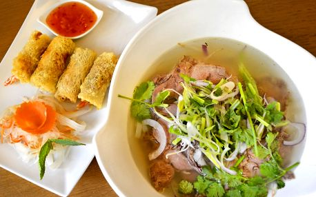 Thajské kari či polévka Phở se závitky pro 2