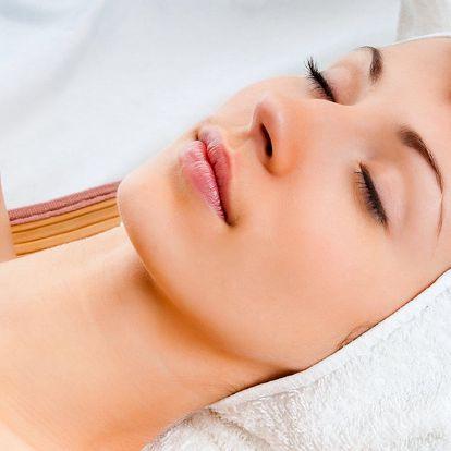 Manuální lifting obličeje, masáž šíje a dekoltu