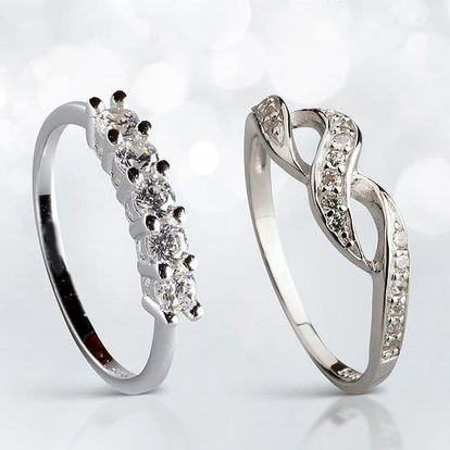 Stříbrné prsteny a náušnice s nádherně blýskavými zirkony