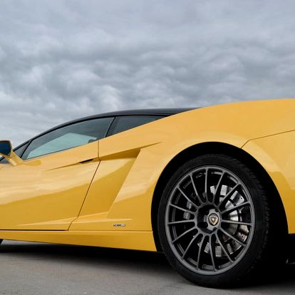 Lamborghini Gallardo vs. Ford Mustang GT500 Shelby