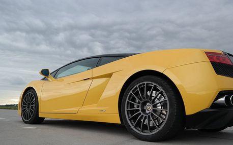 Lamborghini Gallardo vs. Ford Mustang GT500 Shelby