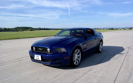 Ford Mustang GT500 Shelby vs. Ford Mustang GT5.0