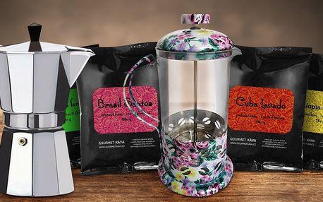 Kávové balíčky a french press či moka konvička