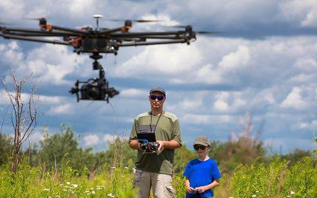 Okuste božský pocit létání s dronem a VR brýlemi