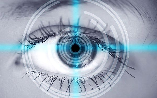 Šetrná laserová operace očí na klinice Dr. Rau