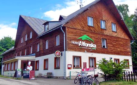 Na čistém vzduchu: Krkonoše v oblíbené obci Benecko v hotelu s bazénem, multifunkčním hřištěm i polopenzí