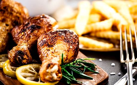 Kilo pečených kuřecích stehen s přílohou a palačinkami ve Švejk Restaurantu Strašnice