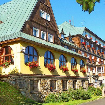 Hotel Tanečnica*** na Pustevnách s polopenzí, bazénem a minifitness
