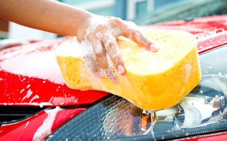 Ruční mytí vozu včetně voskování