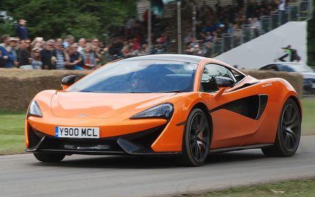 Super jízda pro muže ve voze McLaren 570S