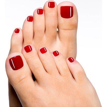 Modeláž nehtů na nohou gelem s lakováním. Krásně upravené nehty na nohou nemusíte mít jen v létě.