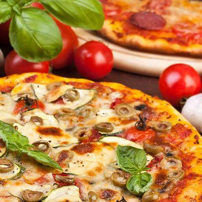 Dvě pizzy plné vašich oblíbených ingrediencí