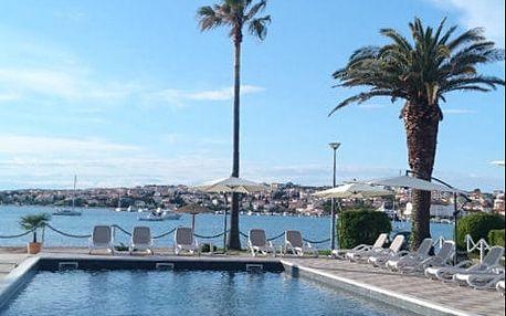 Dovolená v Chorvatsku na ostrově Pag s výhledem na moře v hotelu u pláže