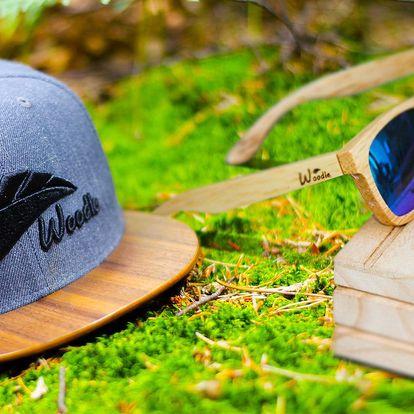 Čepice s dřevěným kšiltem nebo dřevěné brýle