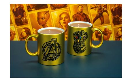 Zlatý hrnek Avengers Rukavice nekonečna