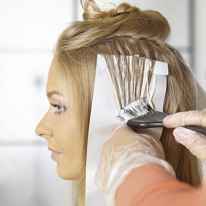 Kadeřnický balíček ve Studiu Itta-barva nebo melír se střihem, jakákoliv délka vlasů bez příplatku.