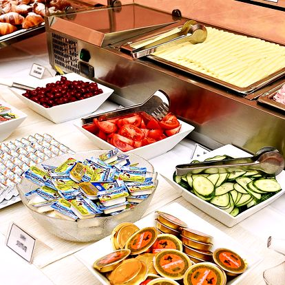 Sněz, co můžeš: Bufetová snídaně v centru Prahy