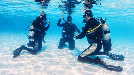 Potápěčem na zkoušku: instruktáž a ponor v bazénu