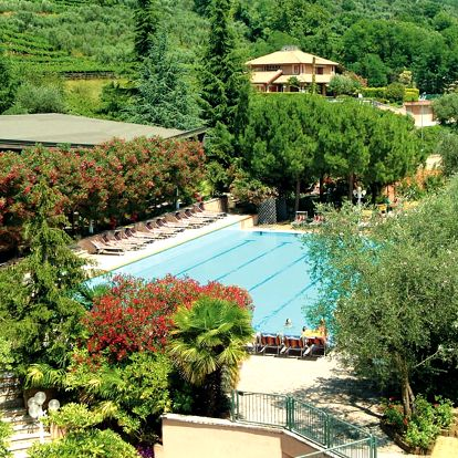 Lago di Garda, Sport hotel Olimpo s bazénem, tenisovými kurty a polopenzí