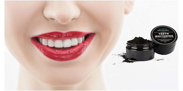 Aktivní uhlí pro domácí bělení zubů nebo jako maska na obličej