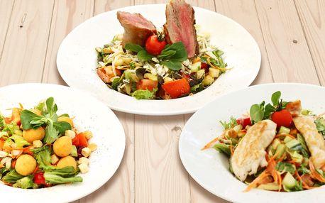 Letní osvěžení: míchané saláty i domácí limonáda