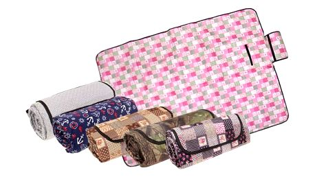 Barevná pikniková deka se spodní voděodolnou vrstvou s rozměry 200x145 cm