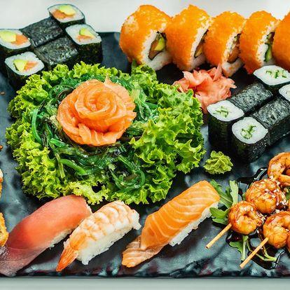 Sushi sety s lososem, tuňákem i krevetami
