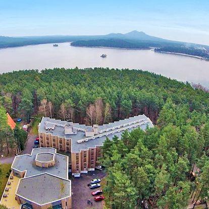 Bezva letní Máchovo jezero s ubytováním jen kousek od aquaparku + vstup do bazénu, Bezděz card a bohatá polopenze