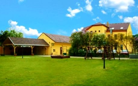 3 až 5denní pobyt pro 2 s polopenzí a lahví vína v hotelu Dermot*** v Moravském krasu