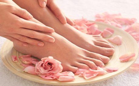 Wellness mokrá pedikúra vč. masáže nohou a lakování